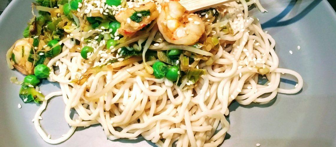 Garnalen met noodles uit de wok